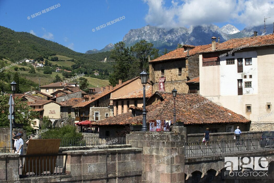 Imagen: Village of Potes, Cantabria, Spain, Europe. One of the stops of the Transcantabrico Gran Lujo luxury train.