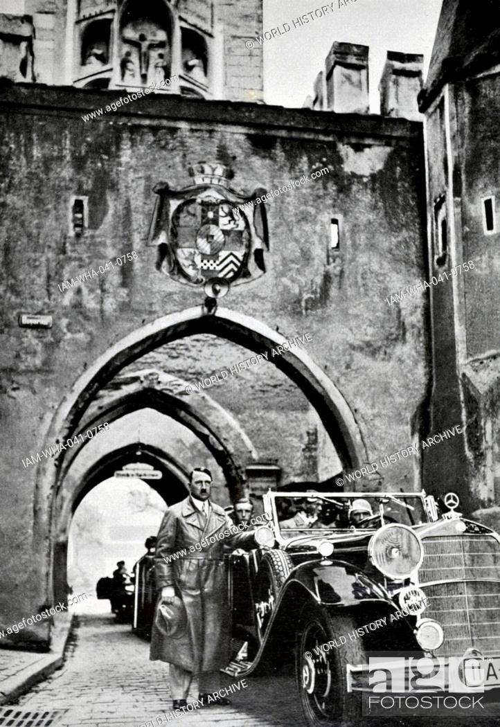 Photo de stock: Adolf Hitler 1889-1945. German politician and the leader of the Nazi Party, revisits Lansberg Prison in 1934.