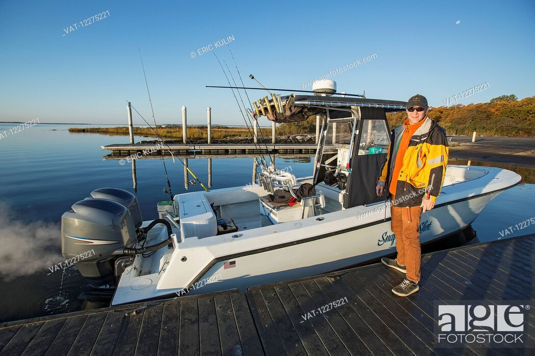 Imagen: Fisherman standing on a dock beside his boat; Montauk, New York, United States of America.