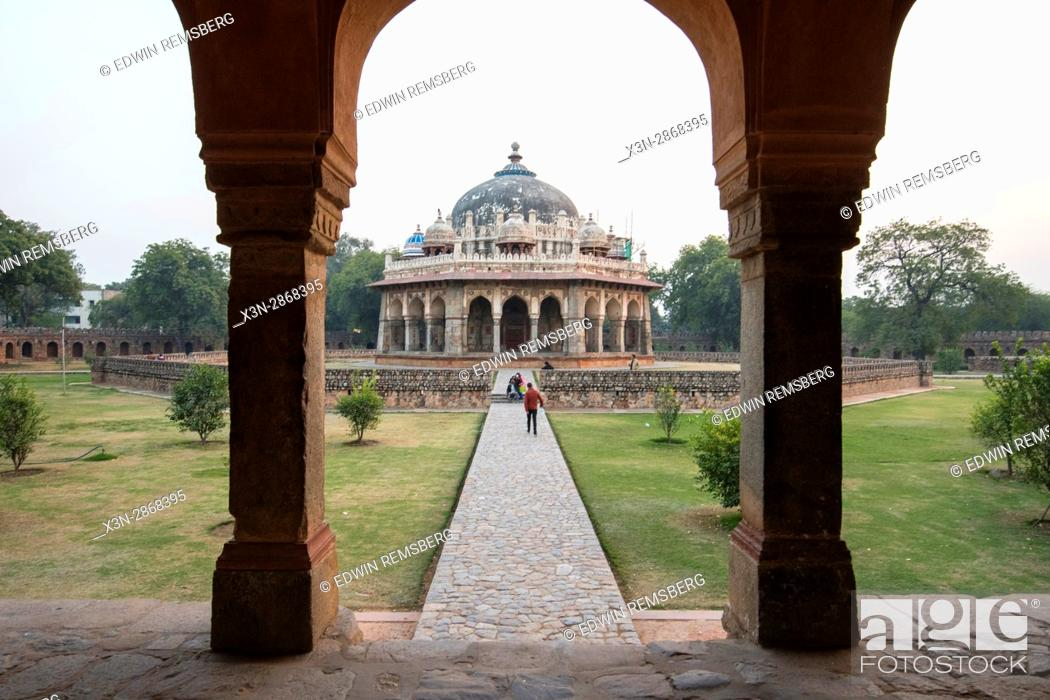 Stock Photo: View Isa Khan Niyazi's tomb, located in New Delhi, India.