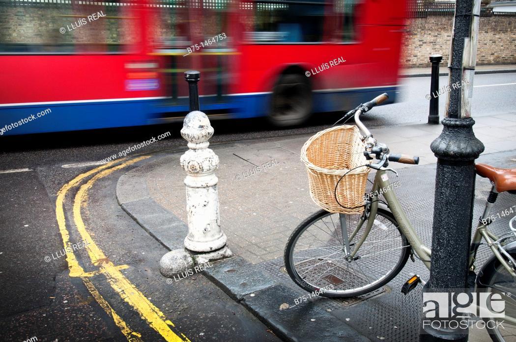 Stock Photo: traffic, bus, bicycle, London, City Center, England, UK, street, transportation, Ecological, urban, city.