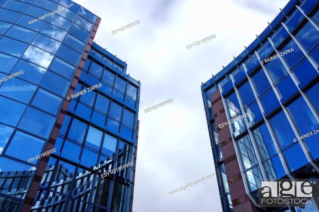 Stock Photo: Modernes Büro Gebäude.