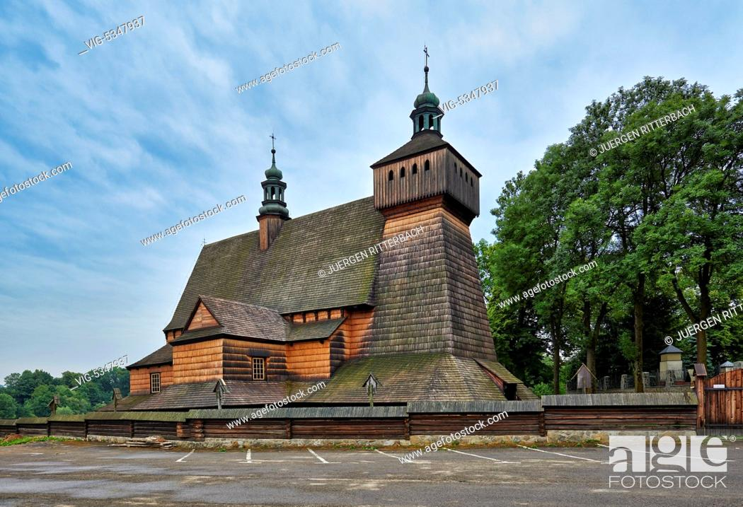 Imagen: Church of the Assumption of Holy Mary and St. Michael's Archangel, Haczow, Poland - Haczow, Poland, 23/06/2015.