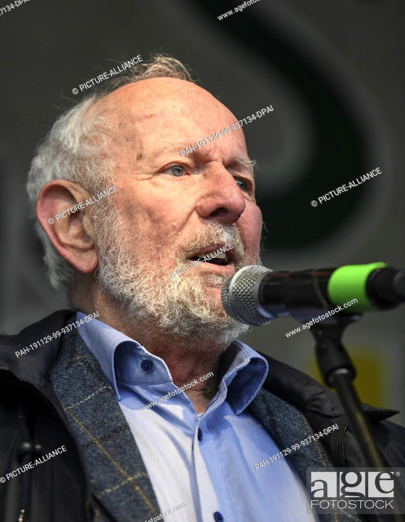 "Stock Photo: 29 November 2019, Baden-Wuerttemberg, Freiburg: The environmental scientist Ernst Ulrich von Weizsäcker will speak on stage at the """"Fridays for Future"""" action."