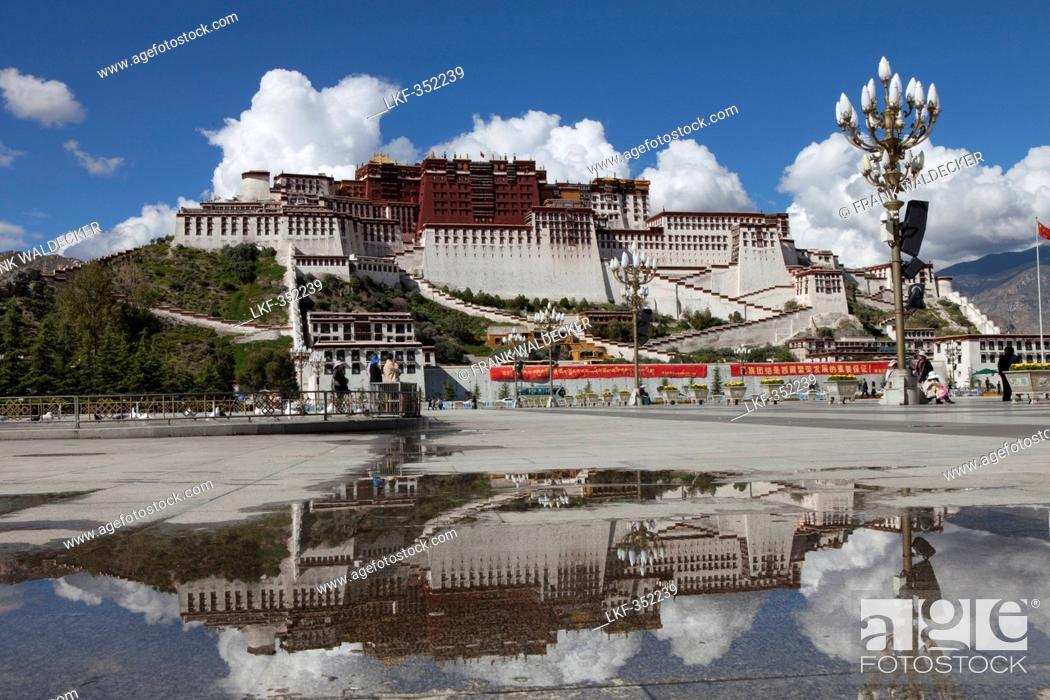 Stock Photo: Potala Palace, residence and government seat of the Dalai Lamas in Lhasa, Tibet Autonomous Region, People's Republic of China.