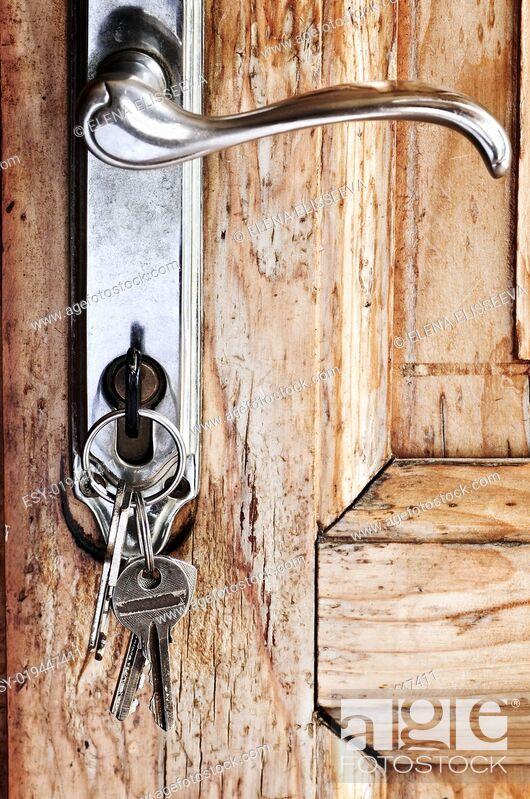 Photo de stock: Door handle with keys.