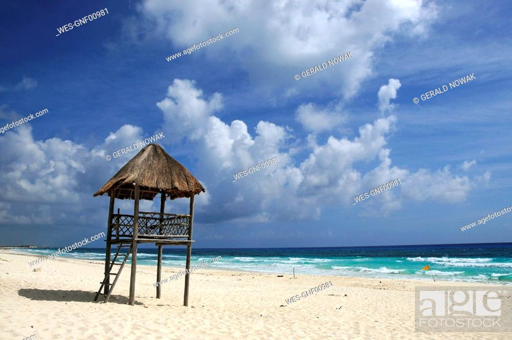 Stock Photo: Mexiko, Cozumel, Lifeguard hut on beach.