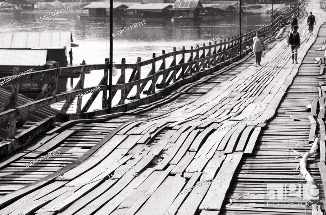 Stock Photo: The historical woodan Bridge from Sanglaburi.