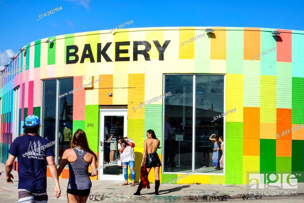 Florida, Miami, Wynwood, urban graffiti, street art, painted wall ...