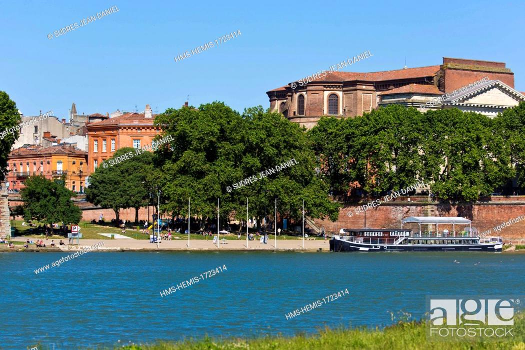 Photo de stock: France, Haute Garonne, Toulouse, the banks of the Garonne, and the Basilica of Our Lady of the Sea Bream.
