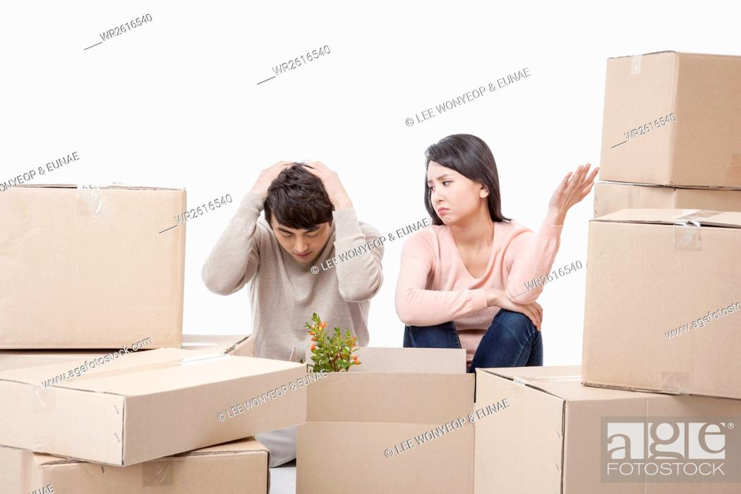 Photo de stock: Stressful young couple with packages.