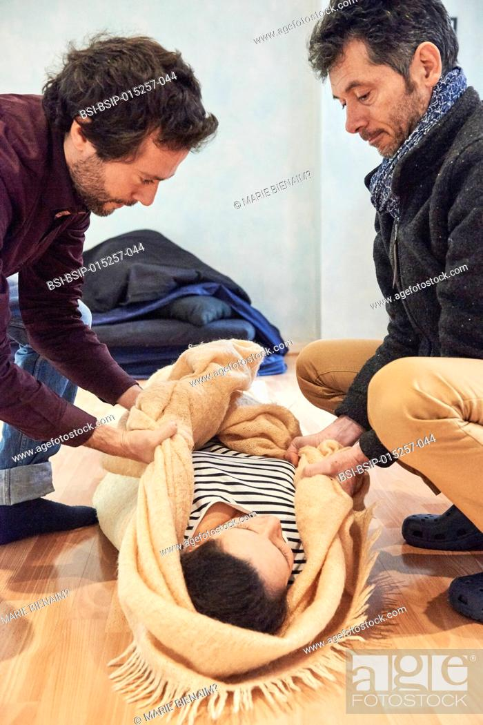 Imagen: Reportage on a midwife in Lyon, France during a eutony session. Eutony is a method which helps develop body-consciousness.