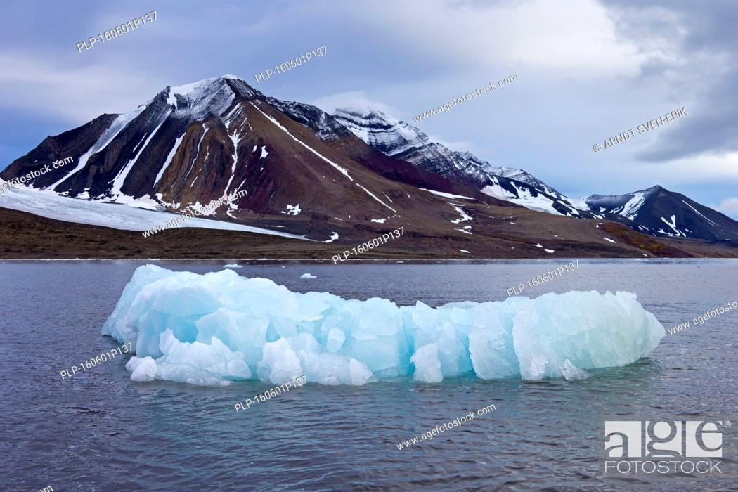 Stock Photo: Mountains along the Hornsund fjord, west to the Greenland Sea, Svalbard, Norway.
