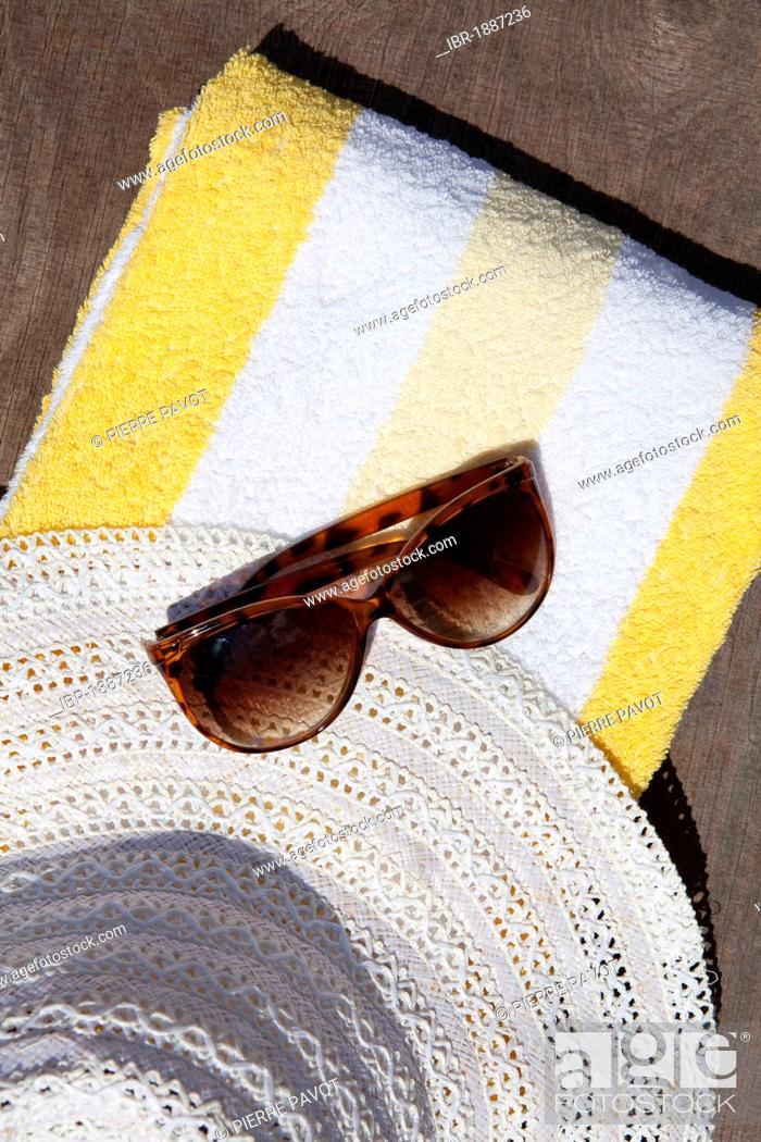 Stock Photo: Beach towel, sunglasses, sun hat, summer vacation.