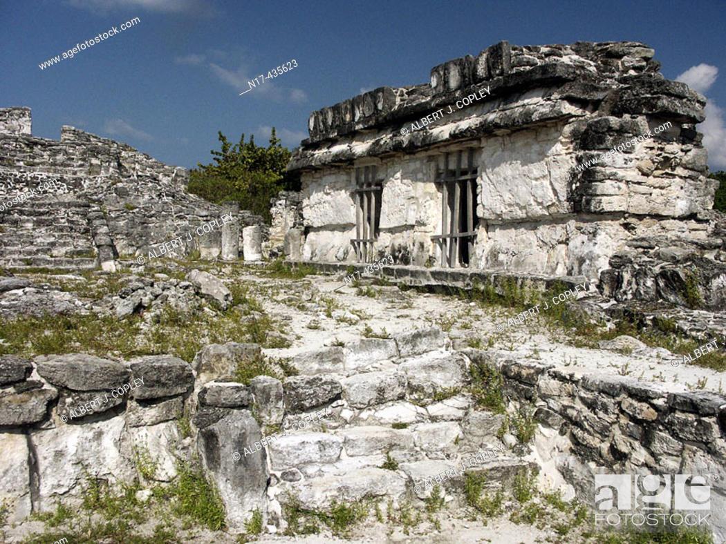 Stock Photo: Ruinas del Rey (Ruins of the King) Maya archeological site (postclassic period, 1250-1521) near Cancún. Yucatán, Mexico.