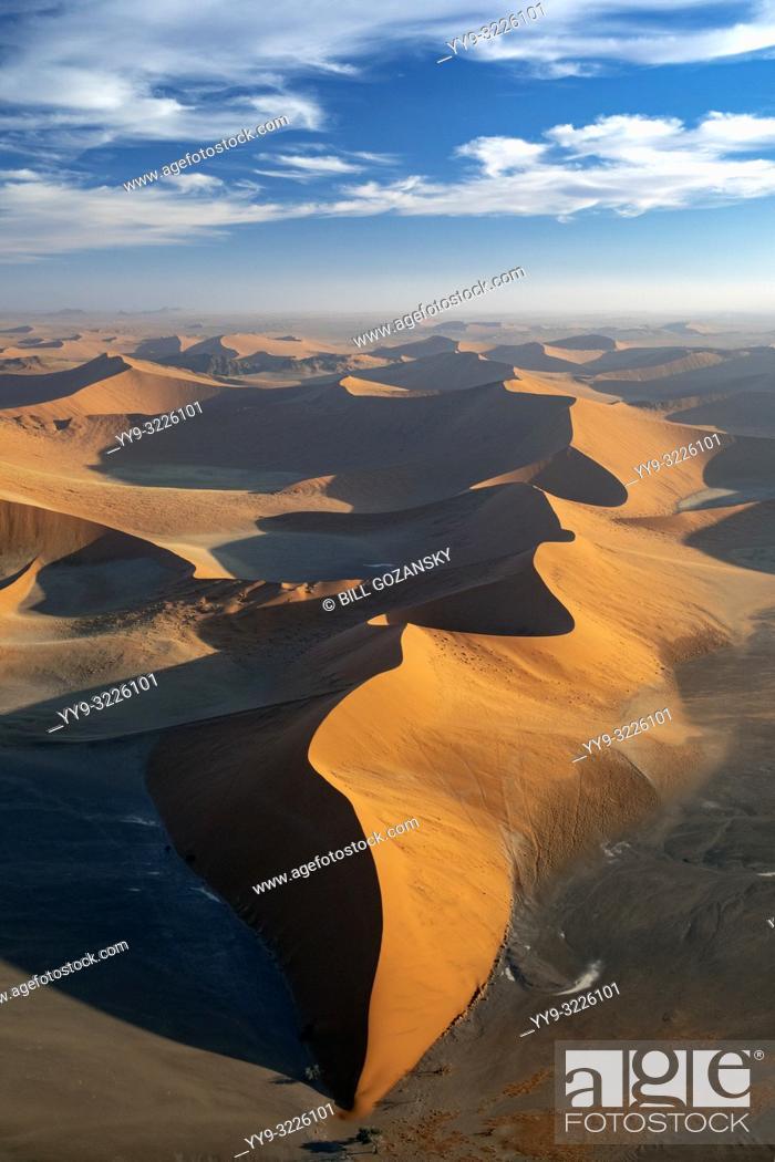 Imagen: Aerial View of Dune 45 - Namib-Naukluft National Park, Namibia, Africa.