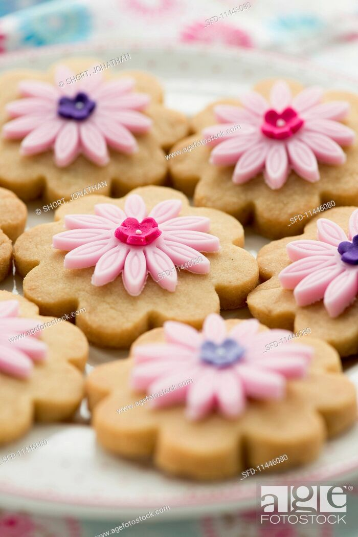 Stock Photo: Shortbread biscuits decorated with sugar flowers.