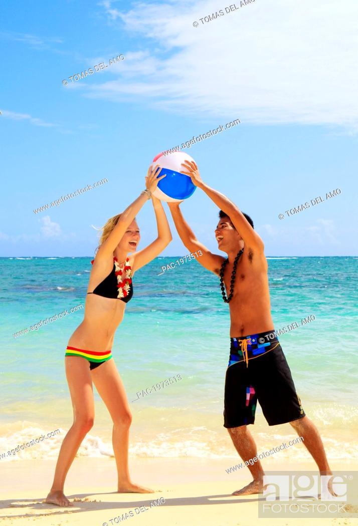 Imagen: Hawaii, Oahu, Lanikai Beautiful Couple On The Beach Playing Together.