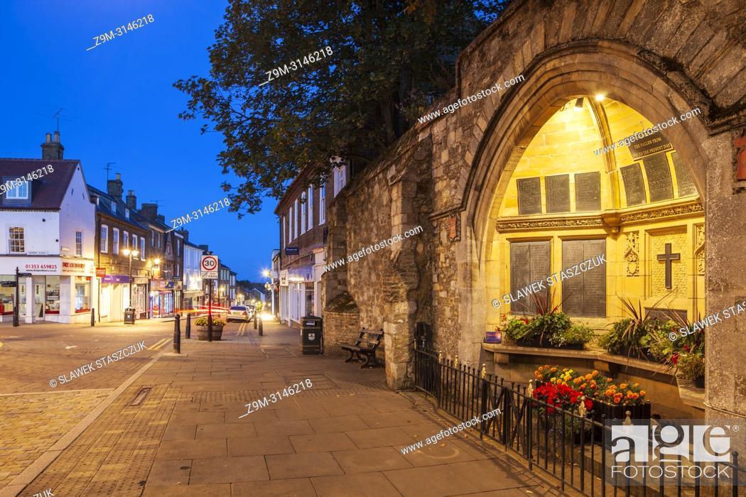 Photo de stock: Night falls in Ely, Cambridgeshire, England.