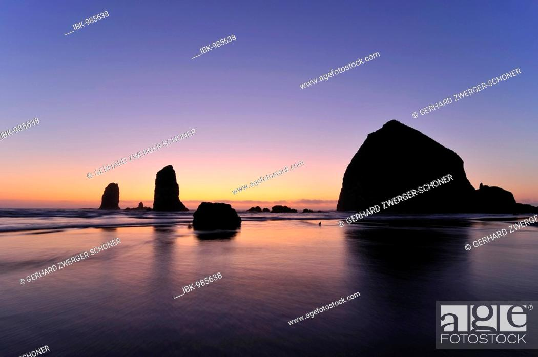 Stock Photo: The famous Haystack Rock, monolith, solidified lava rocks at Cannon Beach, Clatsop County, Oregon, USA, North America.