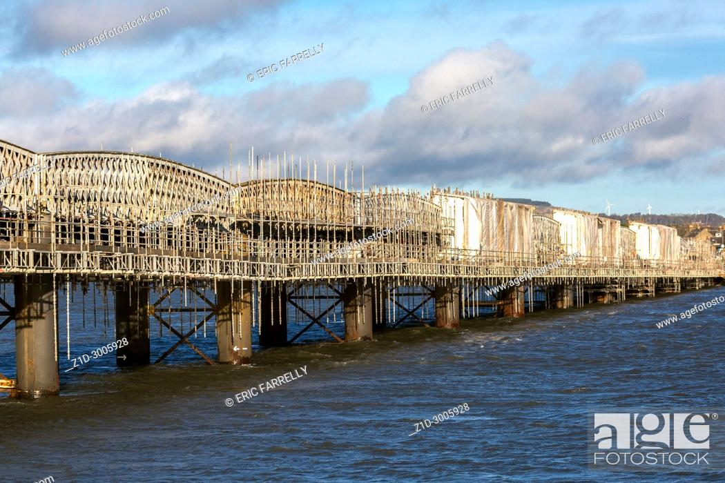 Imagen: Maintenance, repair of east coast railway bridge over Montrose basin Scotland UK.