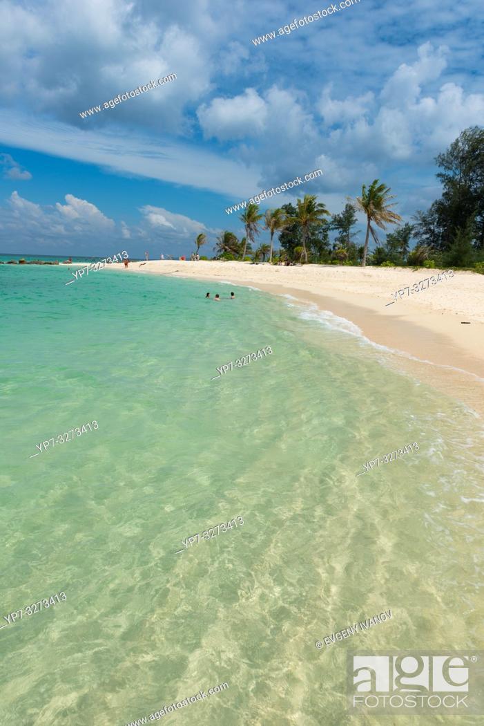 Stock Photo: Crystal clear shore on Ko Lipe island, Thailand.