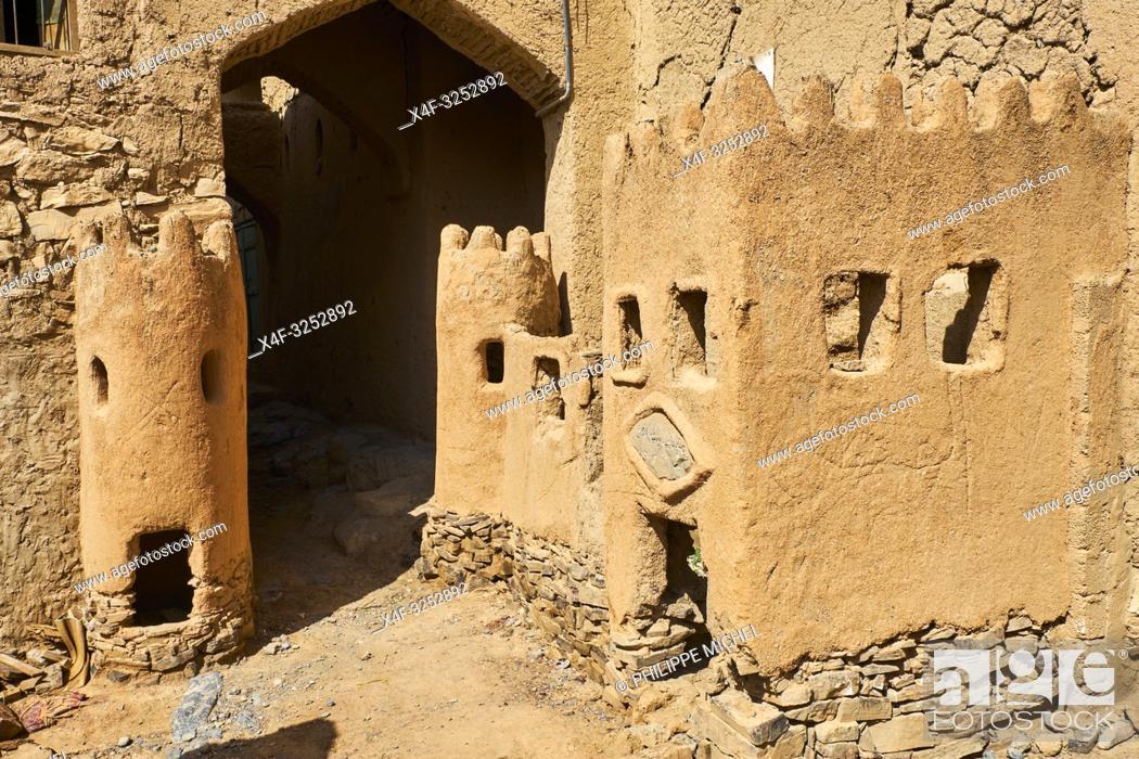 Stock Photo: Sultanat d'Oman, gouvernorat de Ad-Dakhiliyah, les monts Hajar, le vieux village en pisé de Al Hamra au pied du Djebel Shams / Sultanate of Oman.