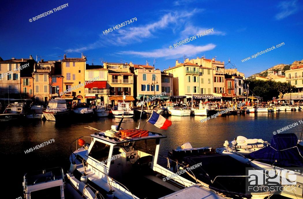 Stock Photo: France, Bouches du Rhone, Cassis Harbour.