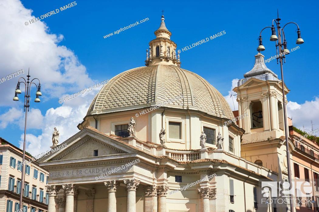 Photo de stock: Chiesa Santa Maria in Montesanto, Piazza Del Popolo, Rome, Lazio, Italy, Europe. . The church was begun by Carlo Rainaldi and completed by Bernini and Carlo.