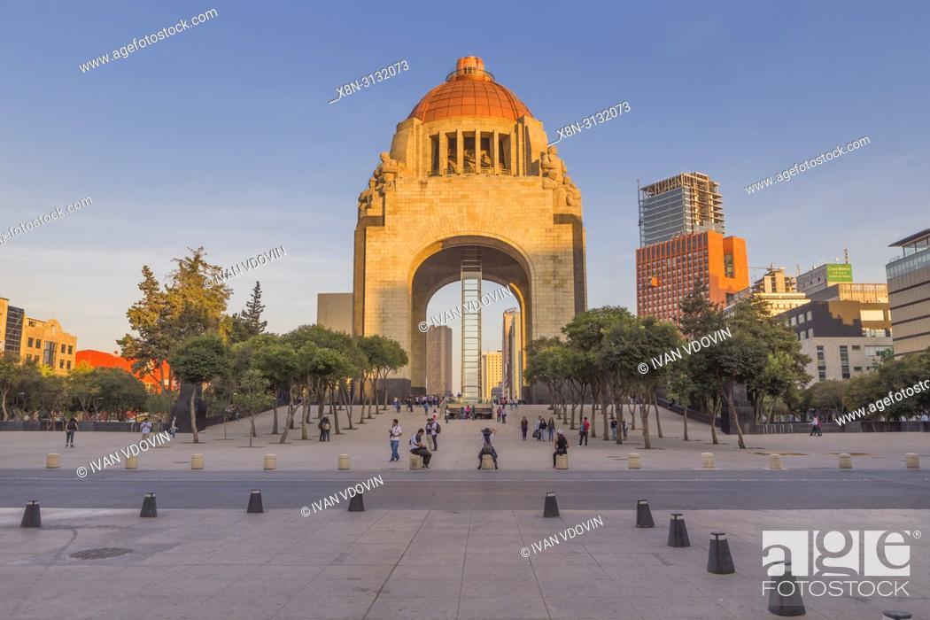 Stock Photo: Revolution monument, Monumento a la Revolucio (1938), Mexico City, Mexico.