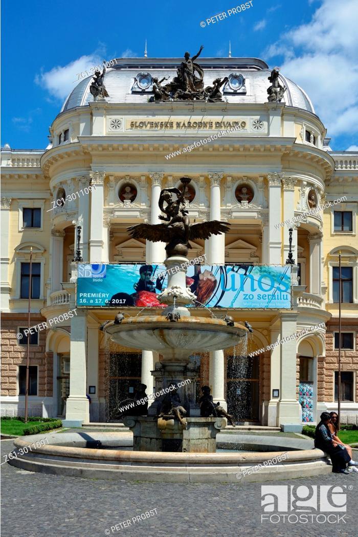 Imagen: Slovak National Theatre on the Hviezdoslavovo Square in Bratislava - Slovakia.