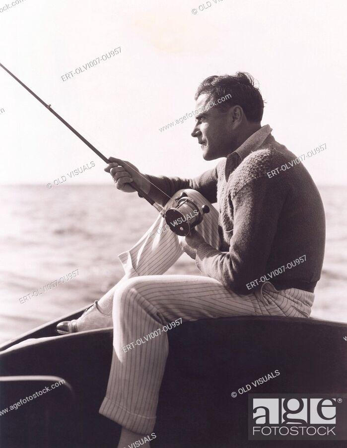 Imagen: Out fishing (OLVI007-OU957-F).