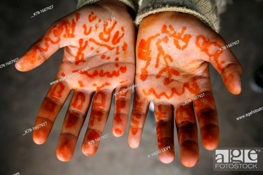 Stock Photo: Beduin henna tattoo, Petra, Jordan.
