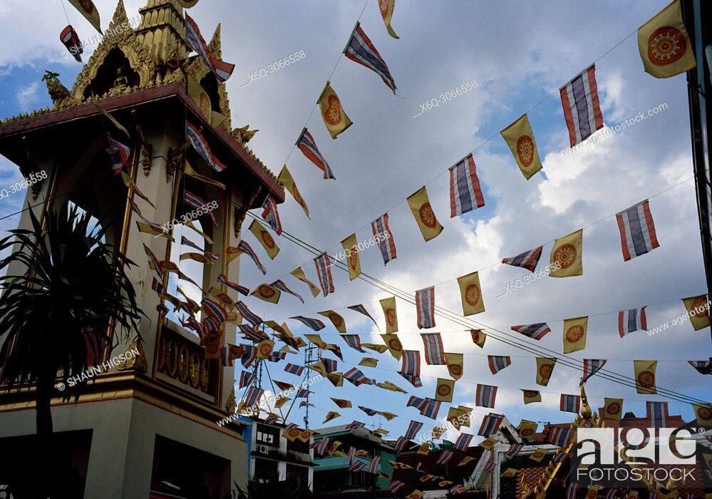 Imagen: Prayer flags at Wat Chamnihattakan Sam Ngam in Bangkok in Thailand in Southeast Asia Far East.
