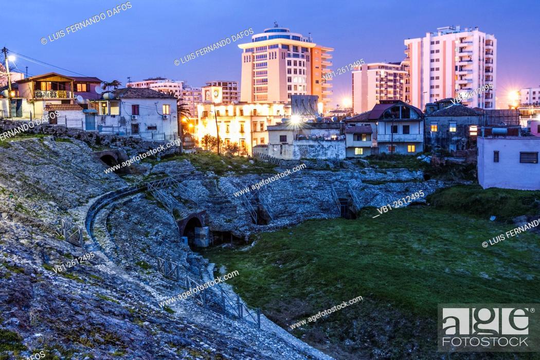 Imagen: Durres Amphitheatre at dusk. Albania.