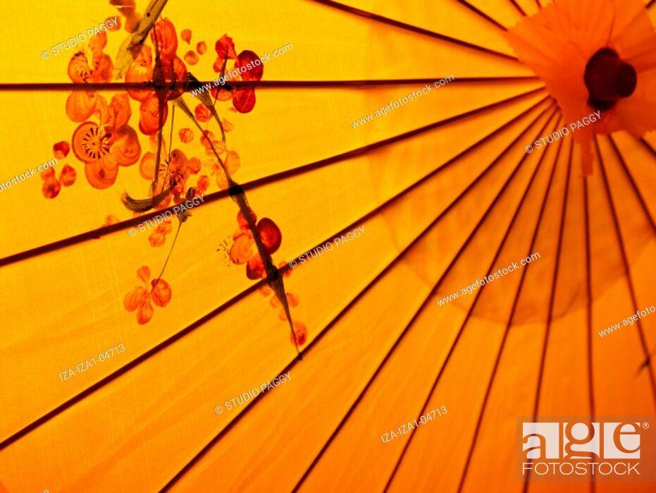 Imagen: Close-up of a parasol.