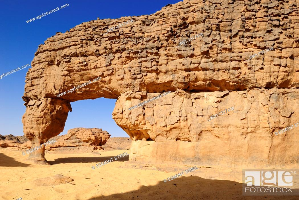 Stock Photo: natural bridge, arch, sandstone rock formation at Youf Ahakit, Tassili du Hoggar, Wilaya Tamanrasset, Sahara Desert, Algeria, North Africa.