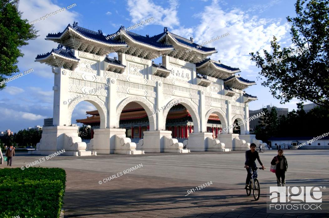 Stock Photo: Asia, Taiwan, Taipei, Chiang Kai Shek memorial hall arch daylight.