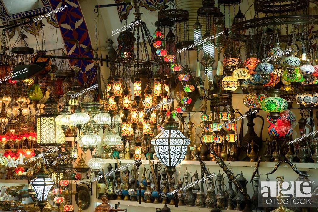 Photo de stock: Fatih, Sultanahmet, Kapalicarsi, Ornate lamps display in the Grand Bazaar.