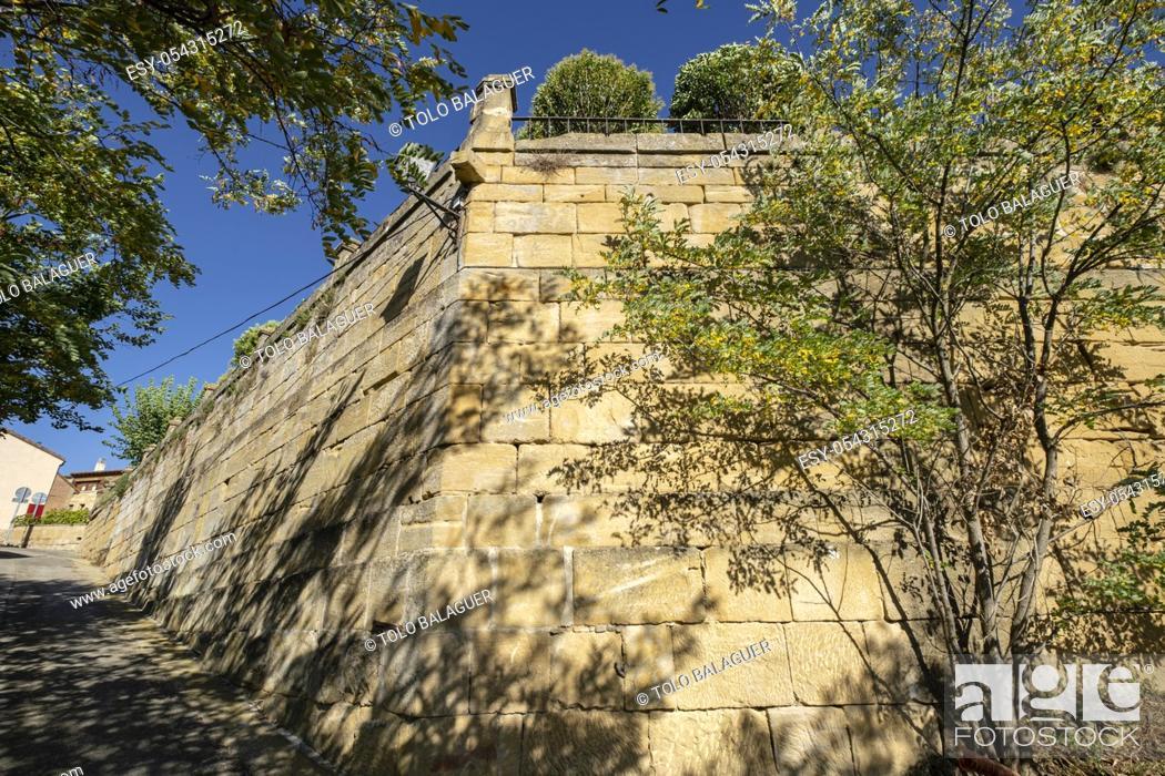 Imagen: muralla, Briones, La Rioja, Spain.