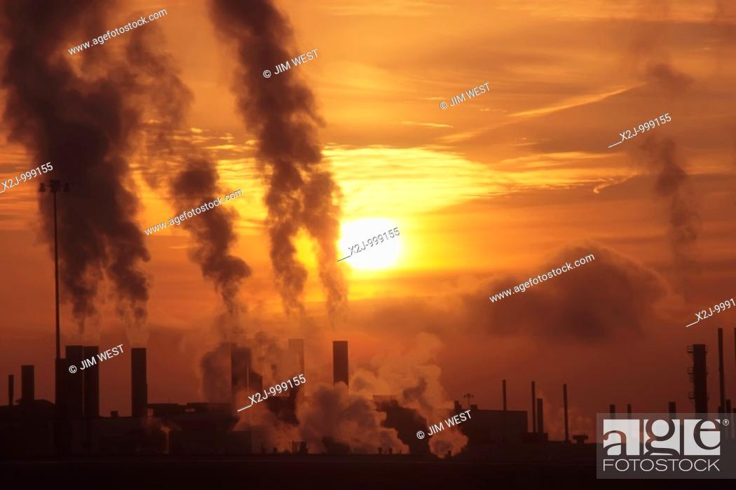 Stock Photo: Detroit, Michigan - Emissions at dawn from Chrysler's Jefferson North Assembly Plant.