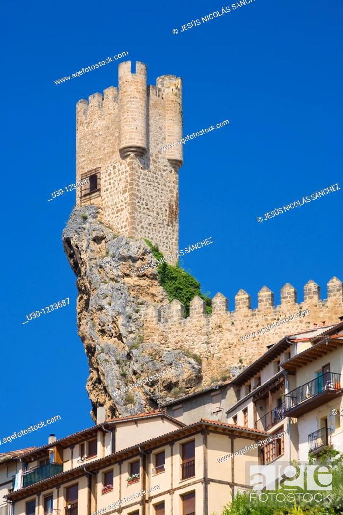 Imagen: The spectacular tower of Frias castle, above the houses  Las Merindades, Burgos  Spain.