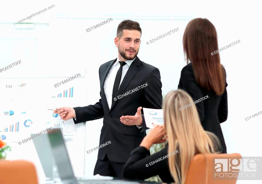 Imagen: businessman makes a presentation to his business team.photo with copy space.