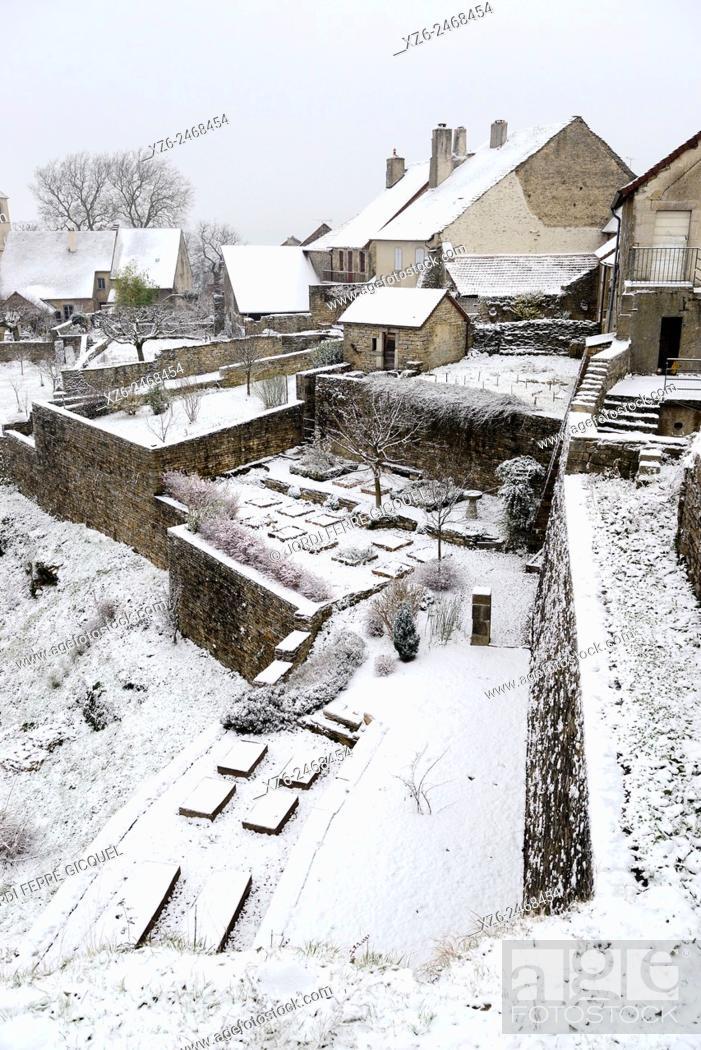 Stock Photo: Chateau-Chalon with snow, département du Jura, France, Europe.
