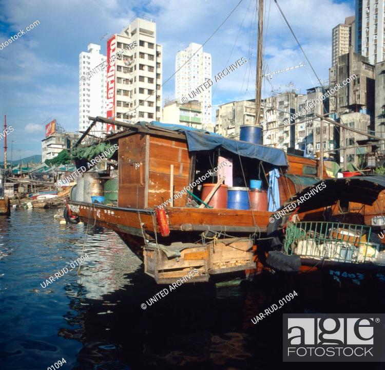 Stock Photo: Der Victoria Harbour in Hongkong, 1980er Jahre. Victoria Harbour in Hongkong, 1980s.