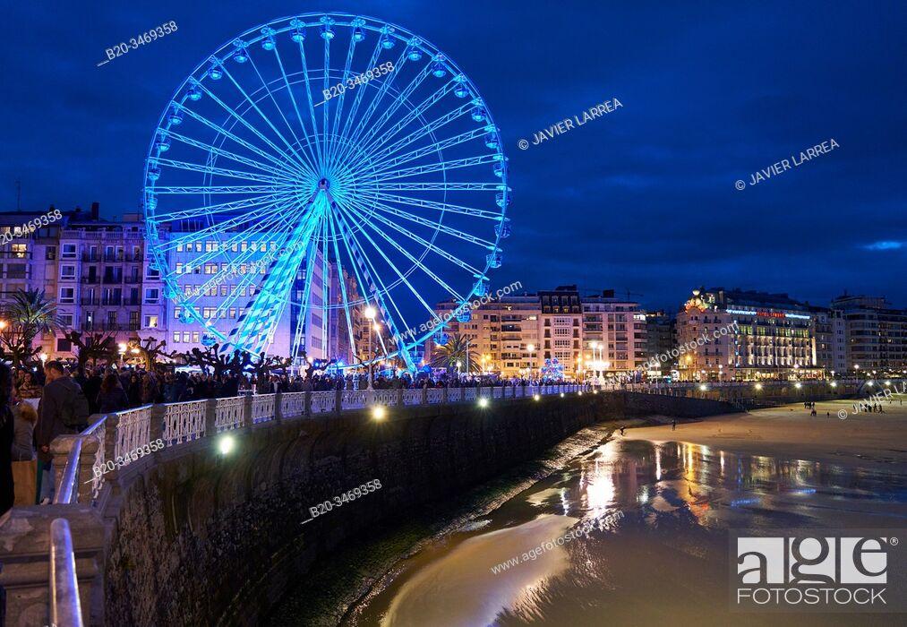 Stock Photo: Ferris wheel, Christmas lights, Alderdi Eder Park, La Concha Bay, Donostia, San Sebastian, Gipuzkoa, Basque Country, Spain, Europe.