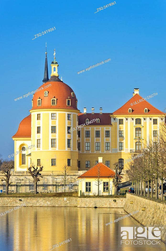 Imagen: Schloss Moritzburg Castle near Dresden, Saxony, Germany, exterior view in winter.