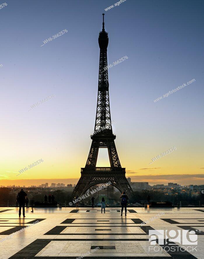 Stock Photo: Paris, Eiffel Tower at dusk.