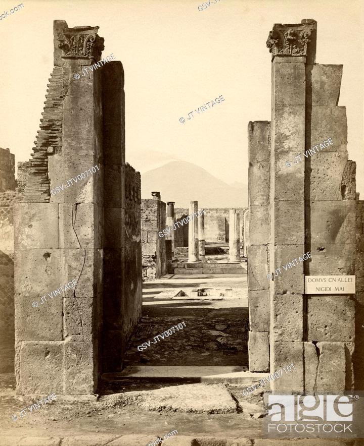 Imagen: Close-Up of Ruins with Mount Vesuvius in Background, Pompeii, Italy, Albumen Print, circa 1880.