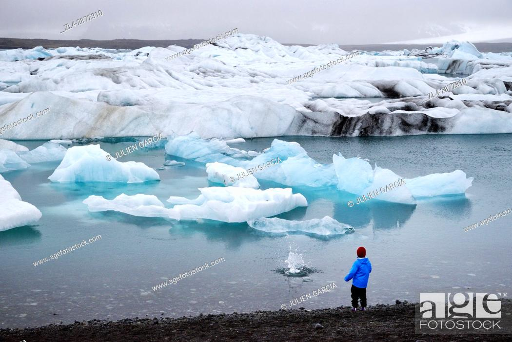 Stock Photo: Iceland, Austurland region, Vatnajokull National Park, the glacial lake of Jokulsarlon is a very deep lagoon filled with floating ice between the glacier.